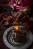 Kirgisin raucht Opium, Afghanistan, Asien