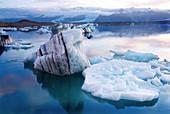 Blick auf die Gletscherlagune Jökulsárlón im Südosten Islands, Island, Europa