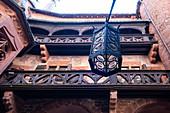Blick auf Balustraden im Innenhof von Hochkönigsburg, Orschwiller, Elsass, Frankreich, Europa