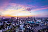 Panoramic view in the evening light of Hamburg with the town hall and Elbphilharmonie and Elbe in the background, Hamburg, northern Germany, Germany