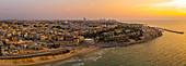 Panoramablick auf die Stadt Jaffa in der Abendsonne, Israel