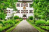 Blick auf Schloss und Schlossgarten in Stumm, Stumm, Zillertal, Tirol, Österreich
