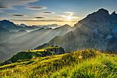 Morgenstimmung über Belluneser Dolomiten mit Monte Schiara, Schiara, Nationalpark Belluneser Dolomiten, Dolomiten, UNESCO Welterbe Dolomiten, Venetien, Italien