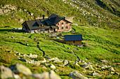 Tiefblick auf Geraer Hütte, Geraer Hütte, Peter-Habeler-Runde, Zillertaler Alpen, Tirol, Österreich