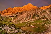 Alpenglühen mit Regenbogen über Fuchskarspitze, Prinz-Luitpold-Haus, Jubiläumsweg, Allgäuer Alpen, Oberallgäu, Allgäu, Schwaben, Bayern, Deutschland
