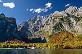 Königssee mit Kirche St. Bartholomä vor Watzmann-Ostwand, Königssee, Nationalpark Berchtesgaden, Berchtesgadener Alpen, Oberbayern, Bayern, Deutschland