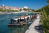 France, Rhone, Lyon, the banks of the Rhone, Quai Général Sarrail, the footbridge of the Middle school and the district of the Croix Rousse