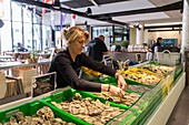 France, Gironde, Arcachon, selling oysters in the covered market