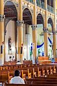 Frankreich, Guadeloupe (Französisch-Westindien), Grande Terre, Pointe a Pitre, stattdessen Gourbeyre, St. Peter und St. Paul's Church (Spitzname Kathedrale) aus dem 19. Jahrhundert und als historisches Denkmal im Jahr 1978 klassifiziert, sein Innenraum mit Metallrahmen 1876