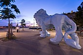 Frankreich, Gironde, Bordeaux, UNESCO-Weltkulturerbe, Place Stalingrad, Skulptur Lion Veilhan oder Blue Lion de la Bastide Veilhan