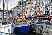 Frankreich, Calvados, Pays d'Auge, Honfleur und sein malerischer Hafen, das alte Becken und der Quai Sainte Catherine