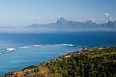 Blick von Tahiti nach Moorea, Tahiti, Französisch-Polynesien