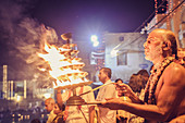 2017, Radhakund, Vrindavan, Uttar Pradesh, India, Brahmin makes Radhakung-Aratik, the daily worship of the holy seaside resort with light and other objects