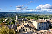 View from the upper town to the lower town with its church, Bonnieux in the Luberon, Provence, France