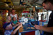 Kiosk am Zeltplatz, Laden für alles, Insel Spiekeroog, Wattenmeer, Ostfriesland, Niedersachsen, Deutschland