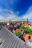 Altstadt, Häuser in der Nähe der Dlugi Targ Straße (Langer Markt), Turm des Rathauses, Danzig, Polen, Europa
