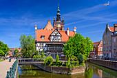Turm der St.-Katharinen-Kirche, Kanal von Radunia, Danzig, Polen, Europa