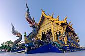 Außenansicht von Wat Rong Suea Ten (Blauer Tempel) in Chiang Rai, Thailand, Südostasien, Asien