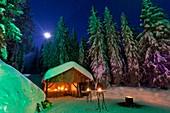 Frankreich, Haute-Savoie, das Biwak der Alpen schlägt Nächte im Iglu in Semnoz vor