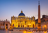 St. Peters Square and St. Peters Basilica at night, Vatican City, UNESCO World Heritage Site, Rome, Lazio, Italy, Europe