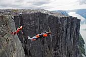 Base-Jumping bei Lyseboten, Lysefjord, Norwegen, Skandinavien, Europa