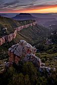 Steamboat Mountain bei Sonnenuntergang von Locust Point, Nordrand, Grand Canyon National Park, UNESCO-Weltkulturerbe, Arizona, Vereinigte Staaten von Amerika, Nordamerika