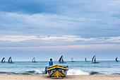 Fischerboote auf dem Rückweg zum Hafen, Negombo, Sri Lanka, Asien