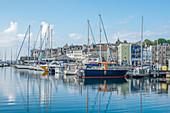 Boote in Sutton Harbour Marina, Barbican, Plymouth, Devon, England, Vereinigtes Königreich, Europa