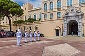 Wachablösung im Fürstenpalast von Monaco, Côte d'Azur, Französische Riviera, Frankreich, Europa