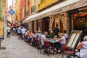 Cafészene in Monaco Ville, Altstadt, in Monte Carlo, Monaco, Côte d'Azur, französische Riviera, Mittelmeer, Frankreich, Europa