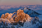 Alpenglow on the Kesselwand and Wildalpjoch, sea of fog in the background, from the Wendelstein, Mangfall Mountains, Bavarian Alps, Upper Bavaria, Bavaria, Germany