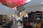 Souvenirgeschäfte und Cafes in der Ifestou-Strasse, Stadt Kos, Kos, Dodekanes
