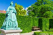 Royal Garden Rosenborg, Kongens Have, rosenhaven, statue of queen Caroline Amalie Augustenburg. Rosenborg Castle, Copenhagen, Zealand, Denmark