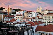 Blick über das Zentrum, Mirador das Portas do Sol, São Vicente of Fora, Lissabon, Portugal