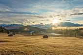 Sonnenaufgang am Geroldsee mit Karwendel, Krün bei Garmisch-Partenkirchen, Werdenfelser Land, Bayern, Deutschland