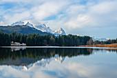 Geroldsee with Wetterstein Mountains, Krün bei Garmisch-Partenkirchen, Werdenfelser Land, Bavaria, Germany