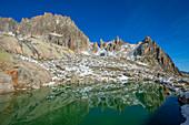 Sidelensee mit Siedelenhütte und Gr. Bielenhorn, Urner Alpen, Kanton Uri, Schweiz