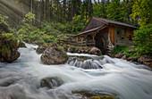 Gollinger Wasserfall mit Schwarzbach und Wassermühle, Tennengau, Salzburger Land, Österreich