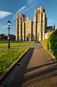 Wells Cathedral in evening sunlight, Wells, Somerset, England, United Kingdom, Europe