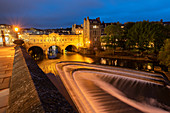 Night shot of Pulteney Bridge and the River Avon weir, Bath, UNESCO World Heritage Site, Somerset, England, United Kingdom, Europe