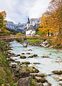 Pfarrkirche Sankt Sebastian in Ramsau im Herbst, Berchtesgaden, Bayern, Deutschland