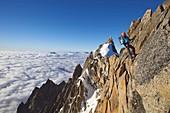 France, Haute Savoie, Chamonix, alpinists on the classic aiguille du Midi (3848m) aiguille du Plan (3673m) route