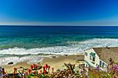 Beach house overlooking the vast Pacific Ocean in Laguna Beach, California, USA