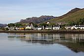 Loch Duich und Ort Dornie, Highlands