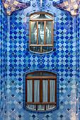 WINDOWS INSIDE THE LIGHT WELL OF BLUE MOSAICS, CASA BATLLO BY THE ARCHITECT ANTONIO GAUDI, PASSEIG DE GRACIA, BARCELONA, CATALONIA, SPAIN