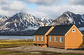 COLORFUL WOODEN HOUSE IN THE FORMER COAL MINING TOWN OF NY ALESUND, THE NORTHERNMOST COMMUNITY IN THE WORLD (78 56N), SPITZBERG, SVALBARD, ARCTIC OCEAN, NORWAY