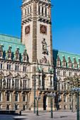 Der leere Rathausmarkt mit dem Rathaus in den frühen Morgenstunden, Altstadt, Hamburg, Deutschland