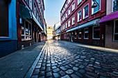 Die leere berühmte Herbertsraße im Rotlichtviertel in den frühen Morgenstunden, St. Pauli, Hamburg, Deutschland