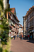 Busy pedestrian zone with half-timbered houses and shops, Short Street, G? Ttingen, Lower Saxony, Germany, Europe