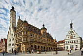 Rothenburg ob der Tauber, market square with town hall and former Ratsherrntrinkstube, Renaissance facade (right), Gothic part with tower (left), Romantic Road, Franconia, Bavaria, Germany, Europe
